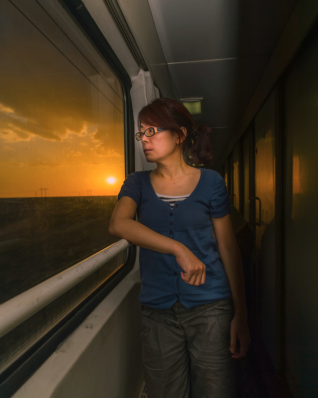 travel-people-woman-girl-locomotive picture material