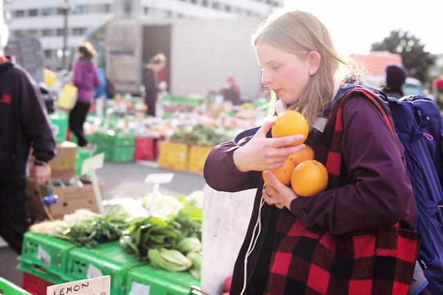 people-market-woman-shopping-festival 图片素材