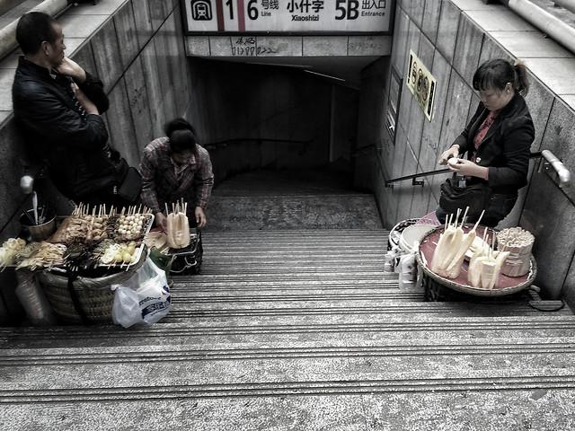 street-people-man-city-road 图片素材