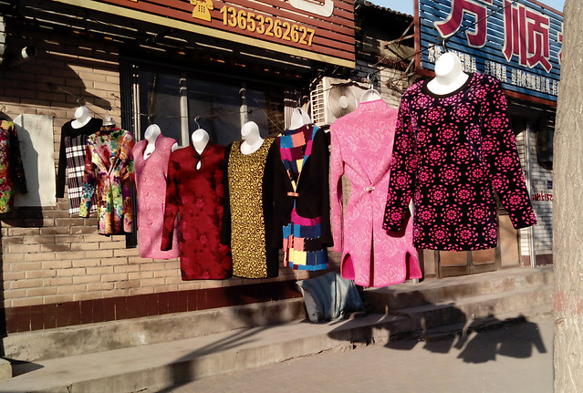 stock-shopping-people-market-wear picture material