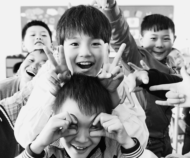 child-group-son-fun-people picture material
