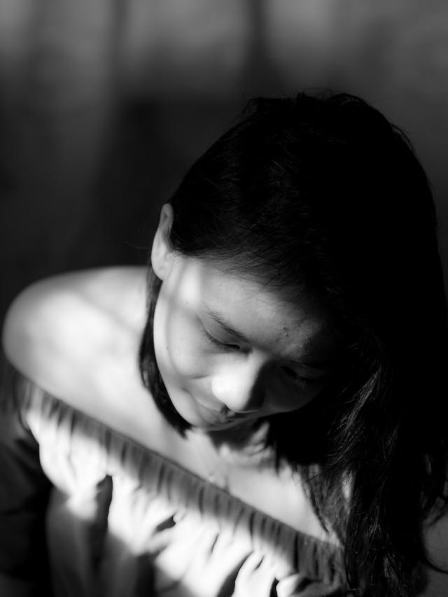 monochrome-girl-portrait-people-black-white picture material