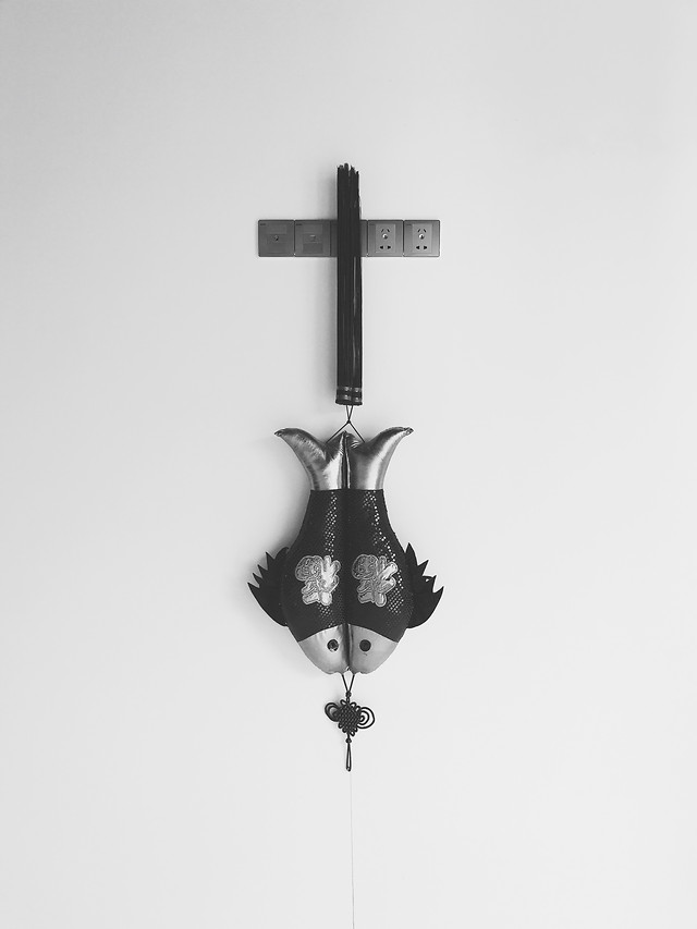 no-person-cross-black-white-steel-wood 图片素材