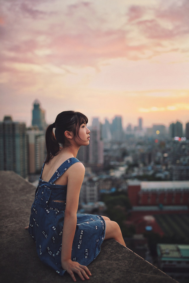 woman-girl-portrait-people-city picture material