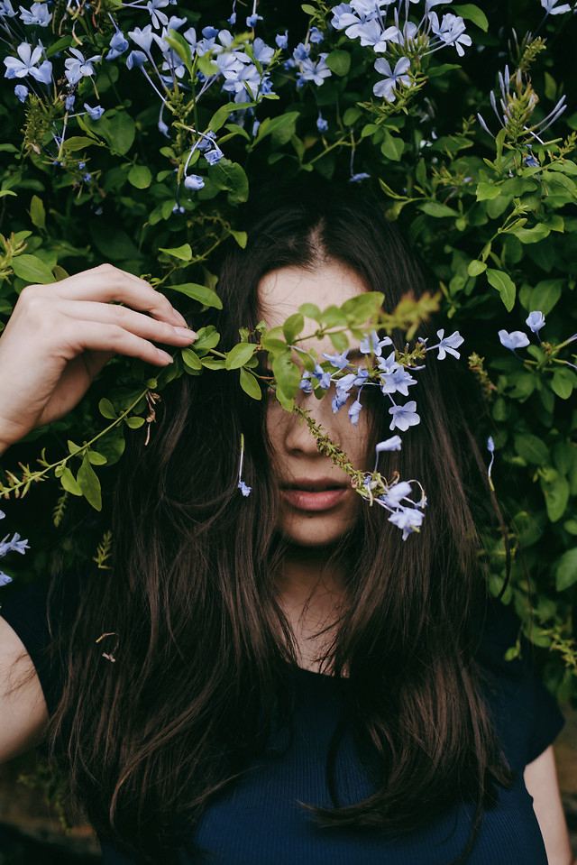 girl-beautiful-flower-nature-woman picture material