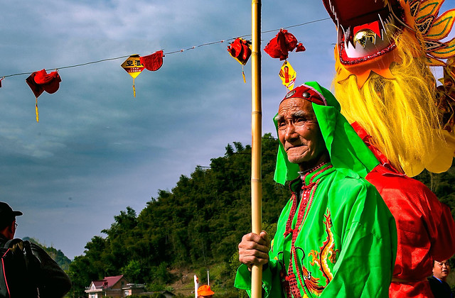 festival-people-celebration-traditional-parade 图片素材