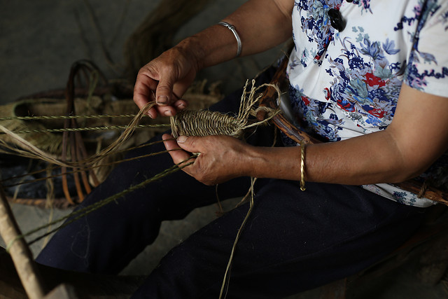 people-one-artisan-weaving-skill picture material