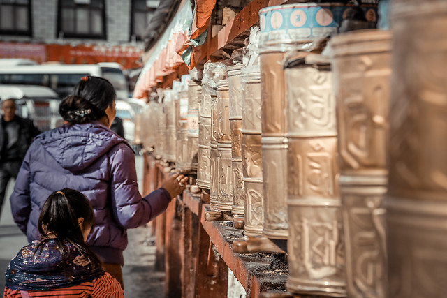 people-religion-city-street-travel picture material
