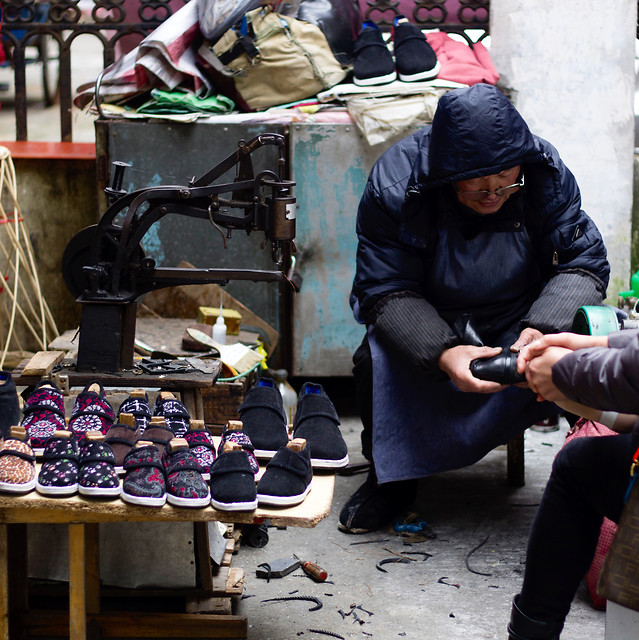 people-street-wear-market-adult picture material