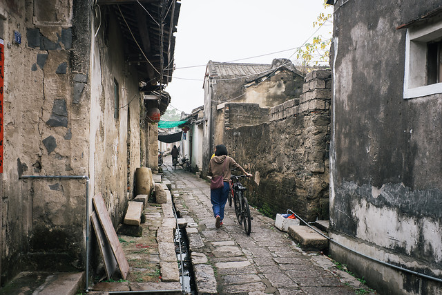 street-architecture-town-travel-people picture material