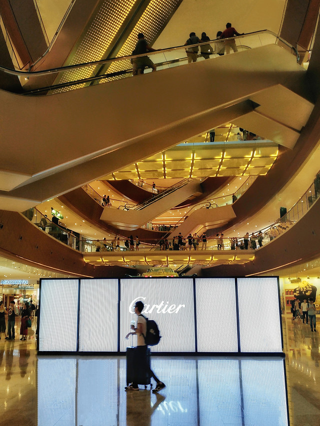 indoors-people-museum-architecture-airport picture material