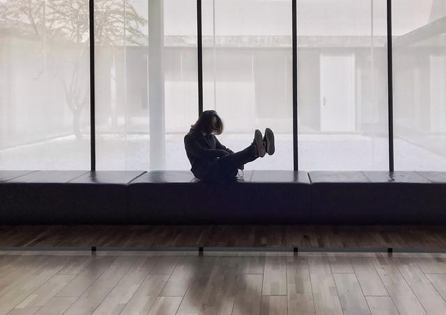 window-indoors-room-trading-floor-people picture material