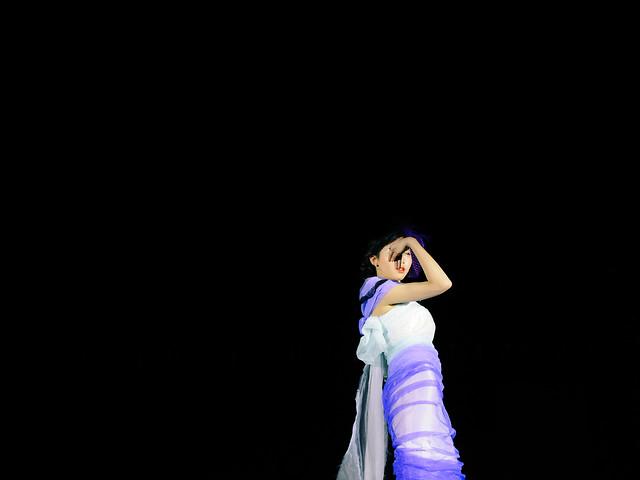 woman-fashion-blue-performance-glamour 图片素材