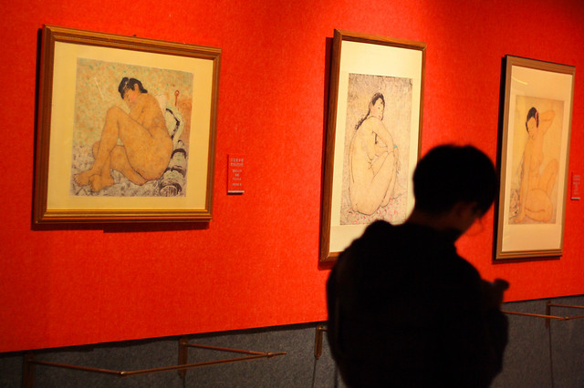 painting-people-museum-exhibition-adult picture material