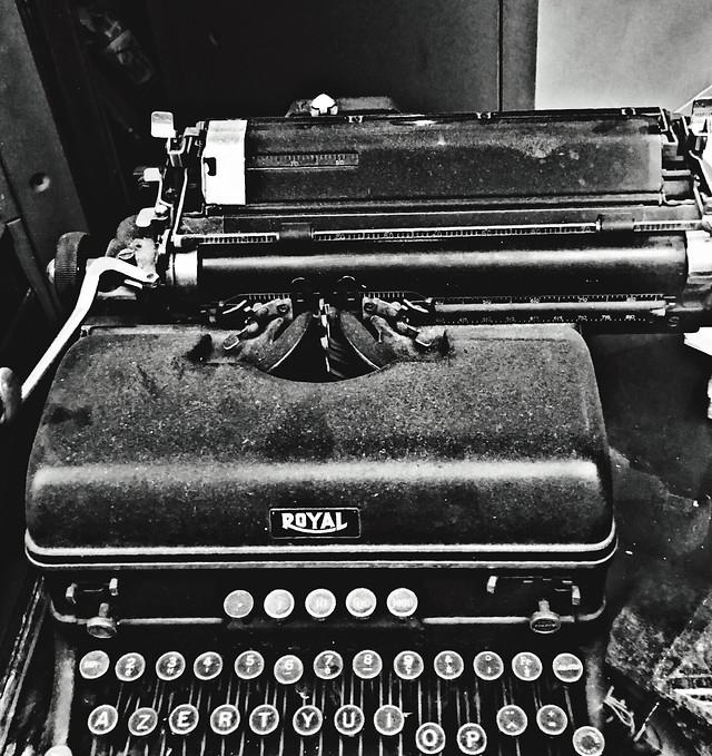 typewriter-no-person-retro-nostalgia-journalism picture material