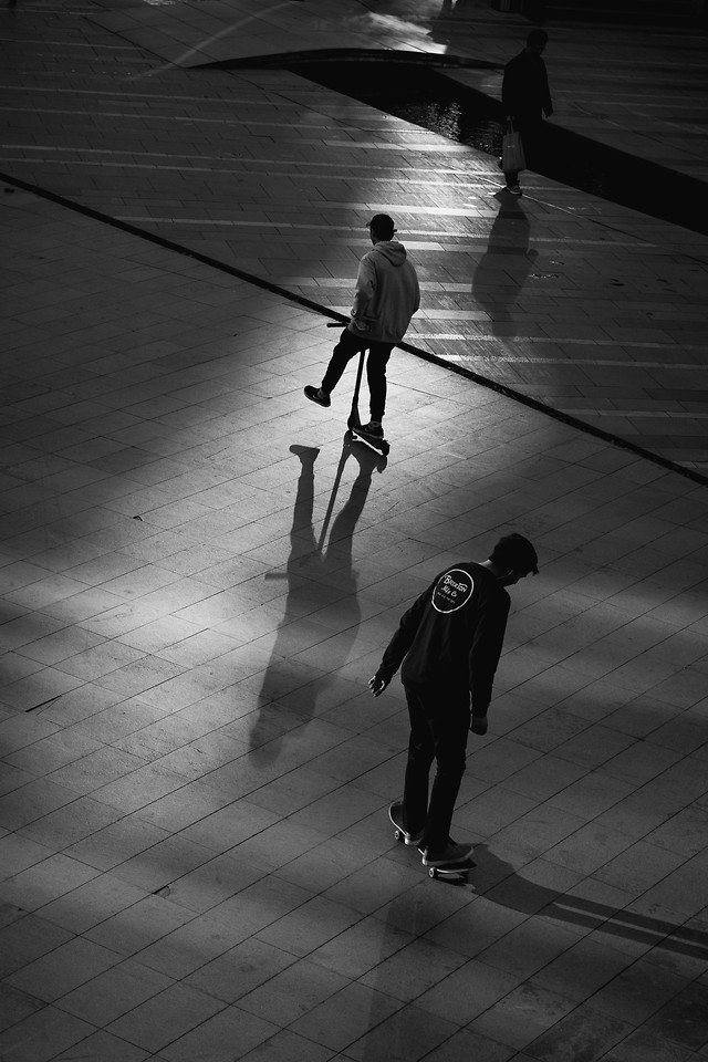 people-street-man-monochrome-shadow picture material