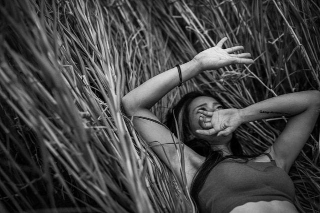 girl-monochrome-mood-portrait-black-and-white picture material