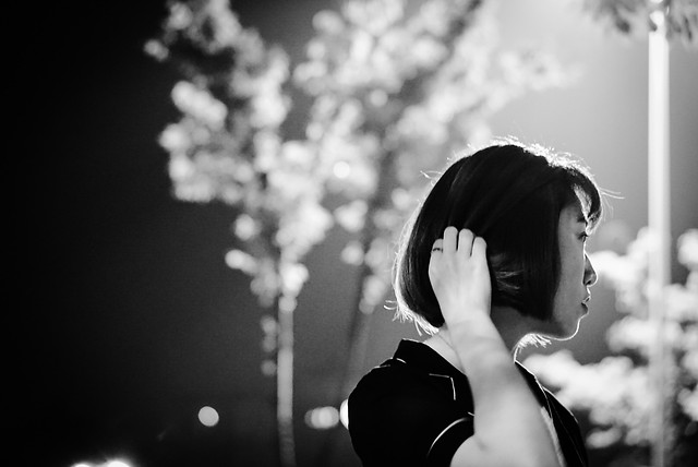 monochrome-girl-portrait-people-music picture material