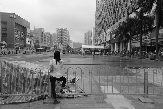 people-street-monochrome-group-together-urban-area 图片素材