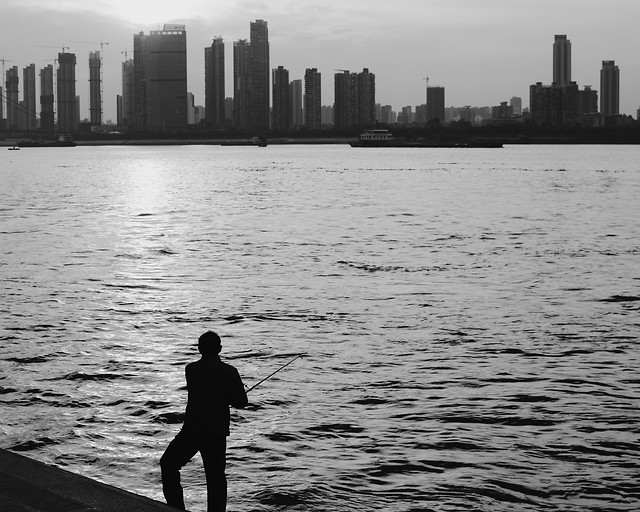 people-river-water-city-skyline picture material