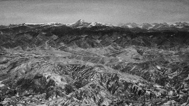 mountainous-landforms-mountain-mountain-range-black-and-white-geological-phenomenon 图片素材