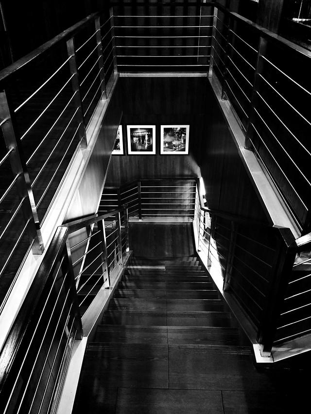 step-monochrome-perspective-architecture-escalator picture material