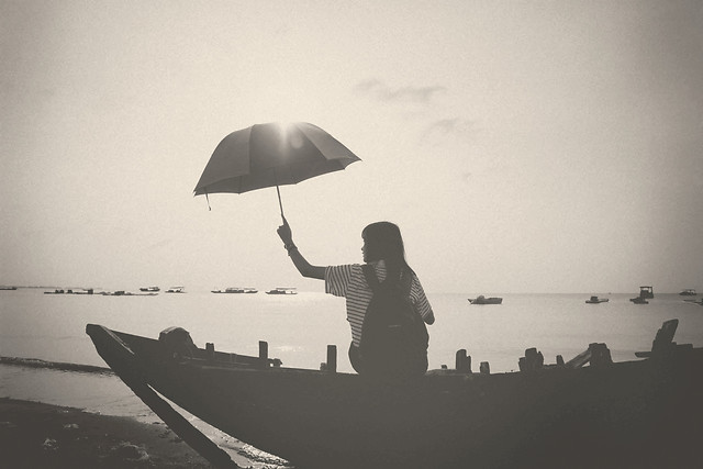 people-umbrella-water-watercraft-adult picture material