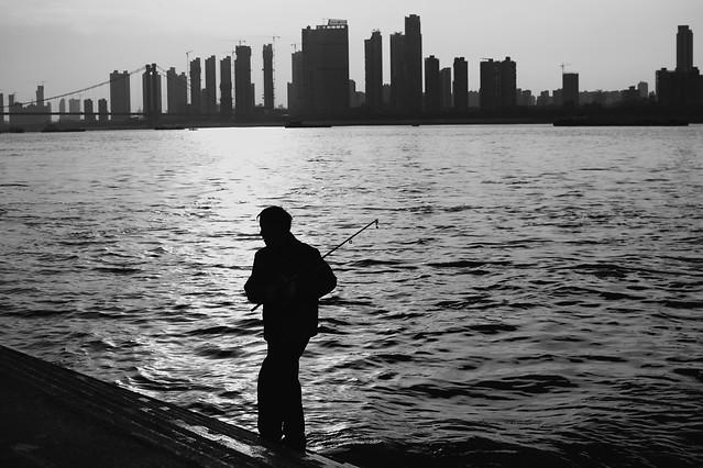 water-people-city-river-skyline 图片素材