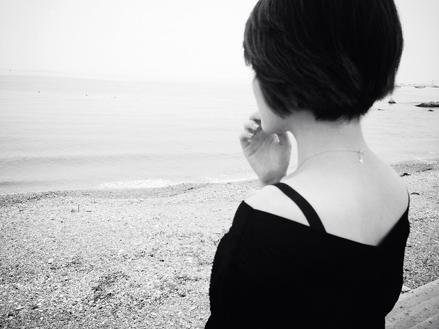 beach-monochrome-sea-people-girl picture material