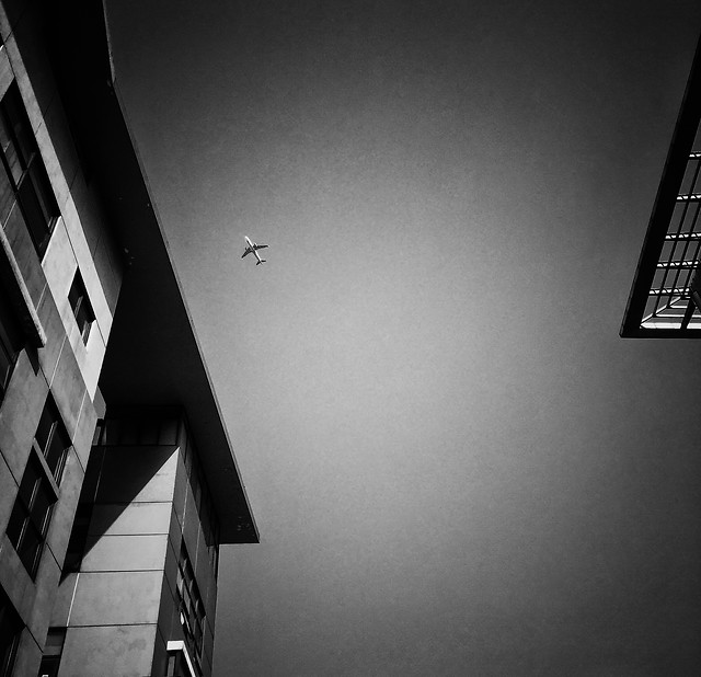 monochrome-light-black-white-street-shadow 图片素材
