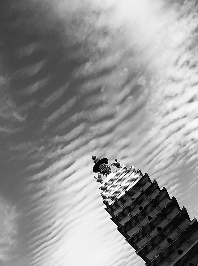 monochrome-people-one-sky-adult 图片素材
