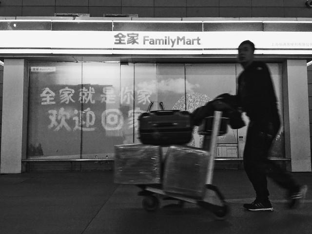 people-airport-adult-street-man 图片素材