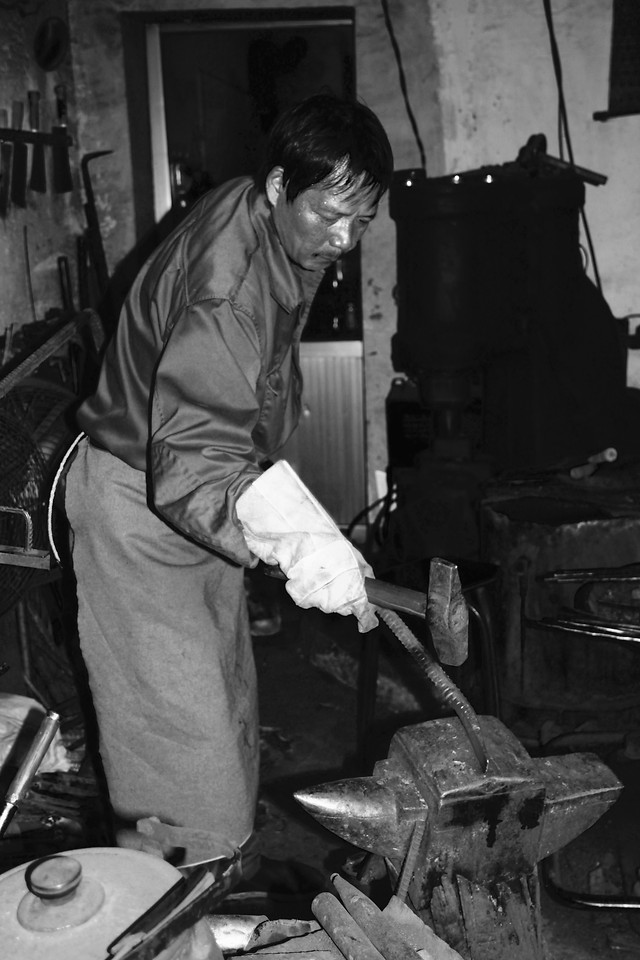 people-one-artisan-adult-blacksmith picture material