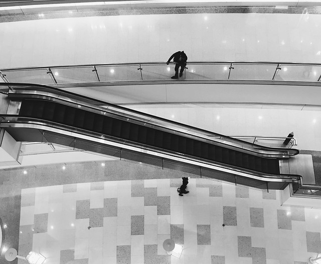 airport-reflection-people-transportation-system-subway-system picture material