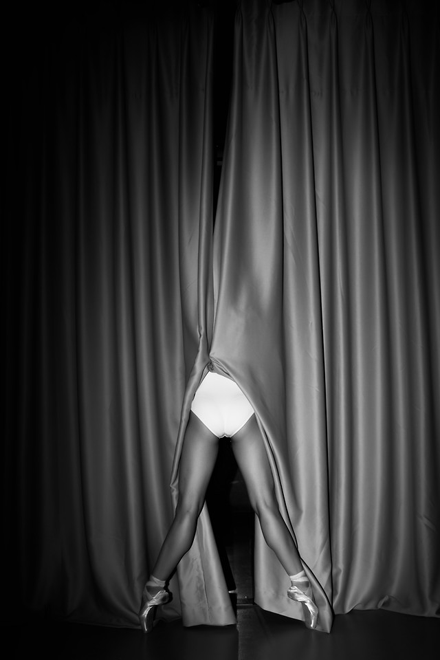 curtain-velvet-drama-theater-stage picture material