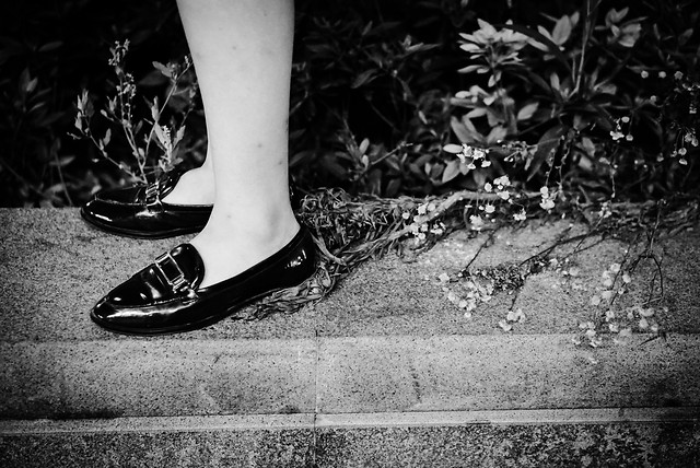 monochrome-foot-people-street-shoe picture material