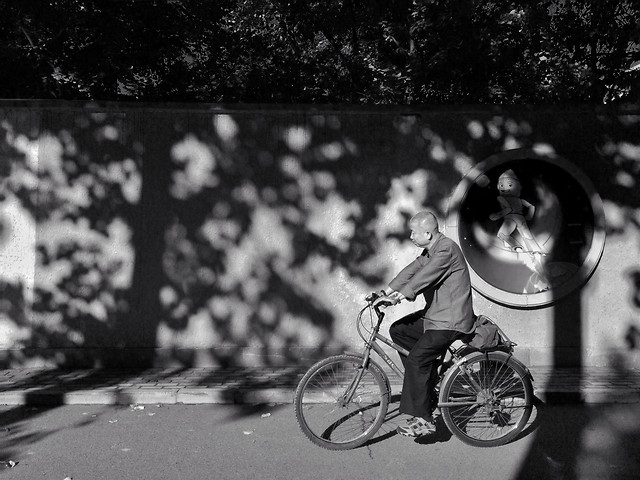 monochrome-street-bike-people-girl picture material