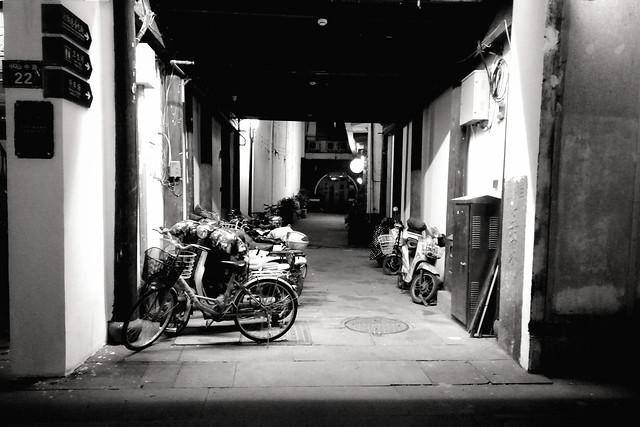 street-monochrome-people-transportation-system-vehicle 图片素材