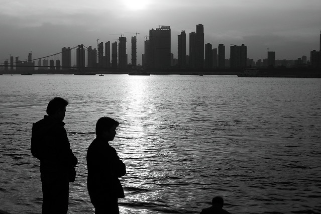 water-city-river-sunset-people 图片素材