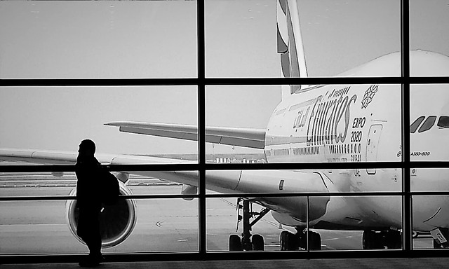 airport-line-aircraft-black-and-white-character 图片素材
