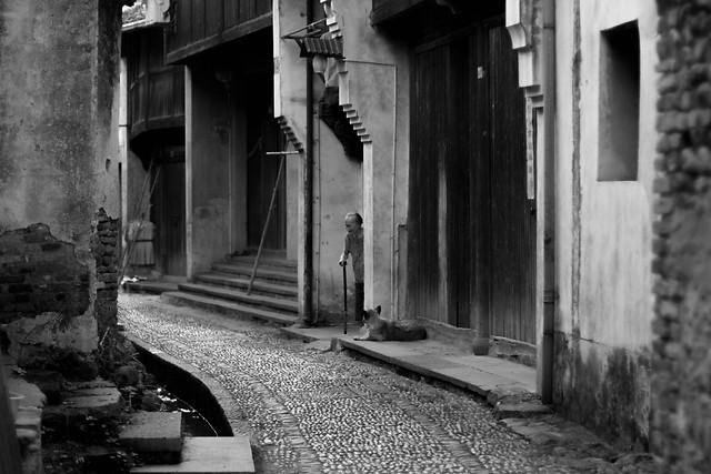 monochrome-street-no-person-black-white-alley 图片素材