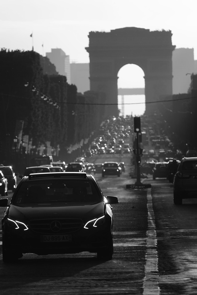 monochrome-car-street-vehicle-people picture material