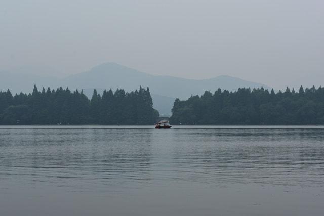 west-lake-body-of-water-water-atmospheric-phenomenon-lake 图片素材