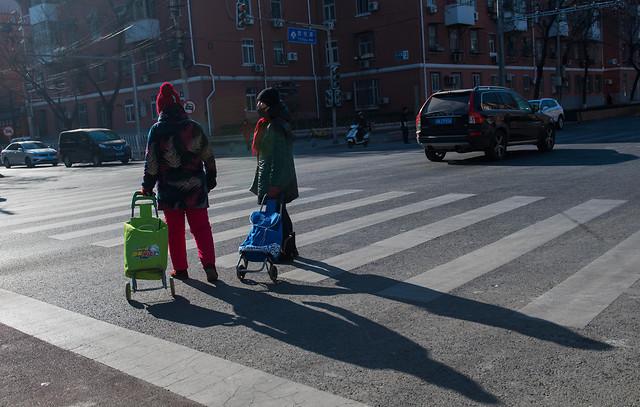 street-road-travel-city-people 图片素材
