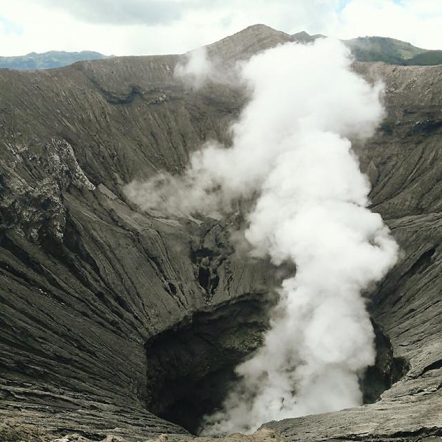 volcano-eruption-condensation-steam-smoke picture material
