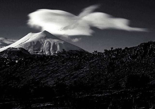 monochrome-snow-mountain-no-person-volcano picture material