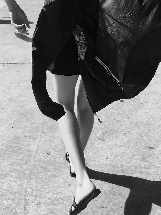 footwear-woman-people-monochrome-white picture material