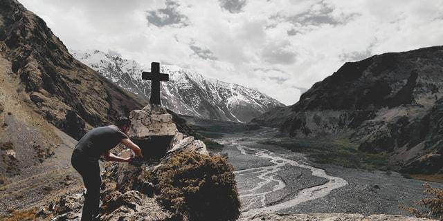 mountainous-landforms-mountain-valley-highland-geological-phenomenon 图片素材