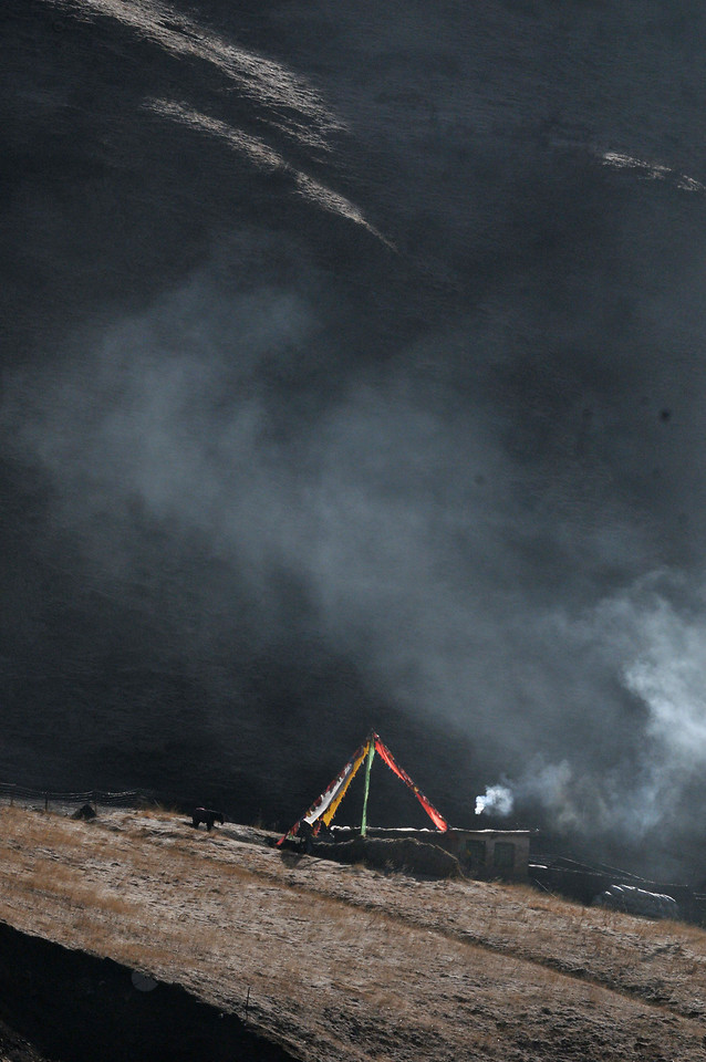 smoke-landscape-storm-wind-horse-flag-no-person picture material