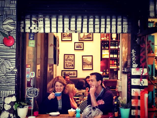 restaurant-bar-people-stock-indoors 图片素材